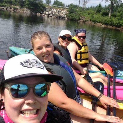 Expédition en kayak sur la rivière Rouge en famille